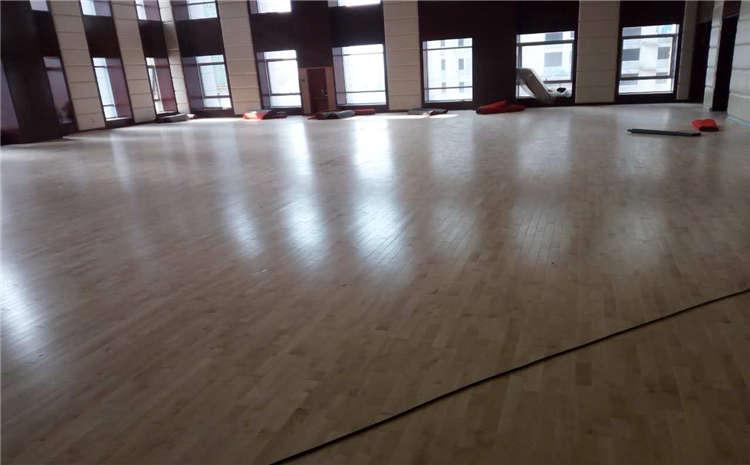 室内风雨操场实木运动地板施工技术