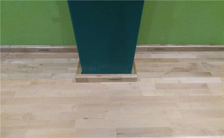 枫桦木运动木地板打磨翻新