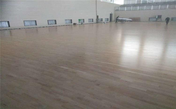 乌鲁木齐枫木实木运动地板厂家批发